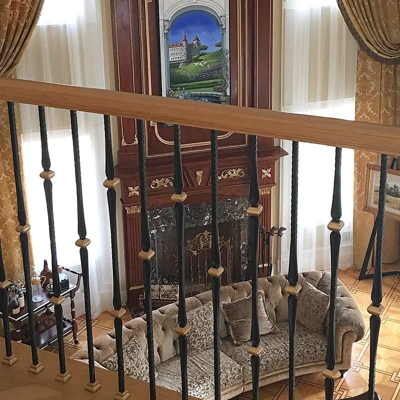 Traditional Living Room Window Treatment