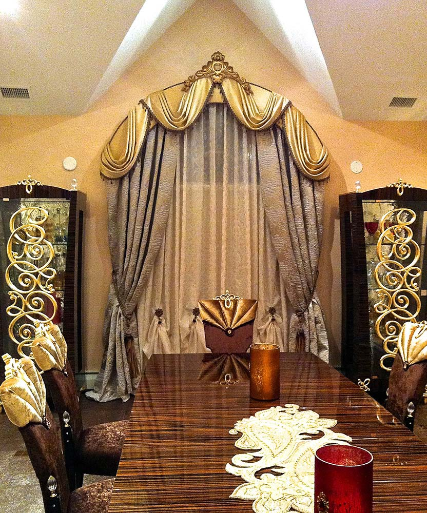 Transitional Dining Room Window Treatment