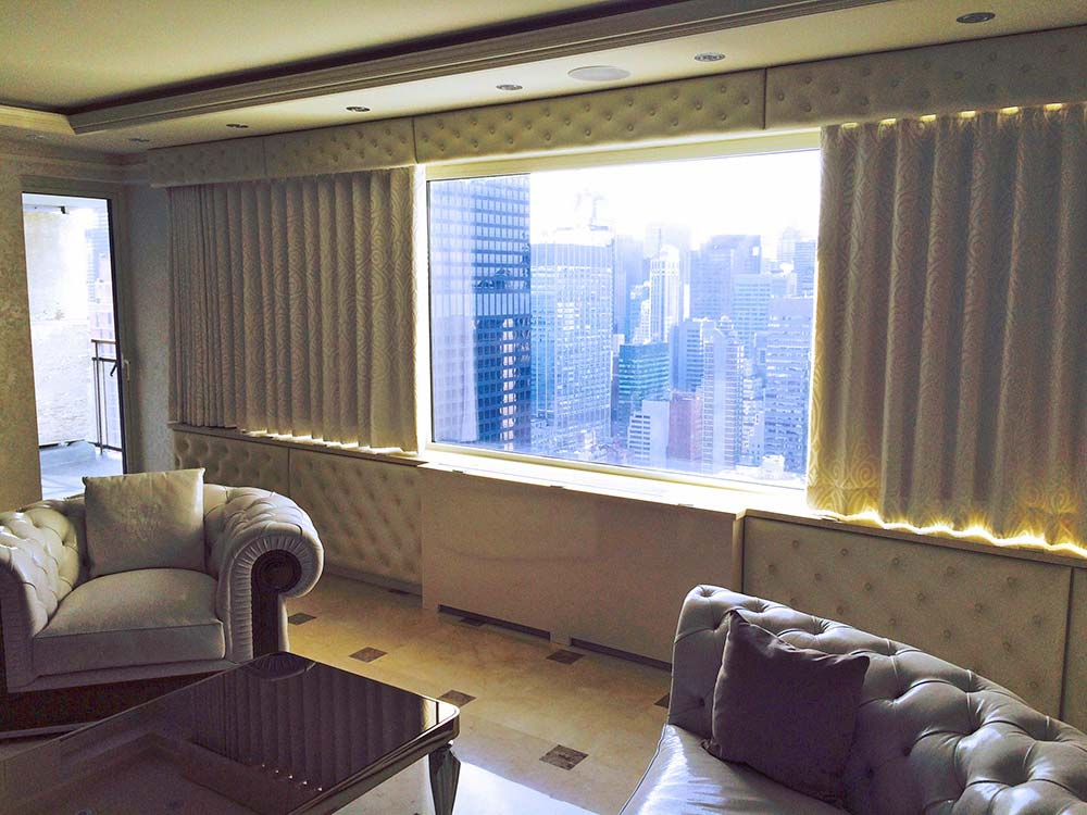 Transitional Living Room Window Treatment