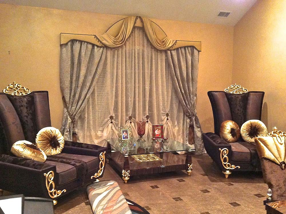 Transitional Living Room Window Treatment