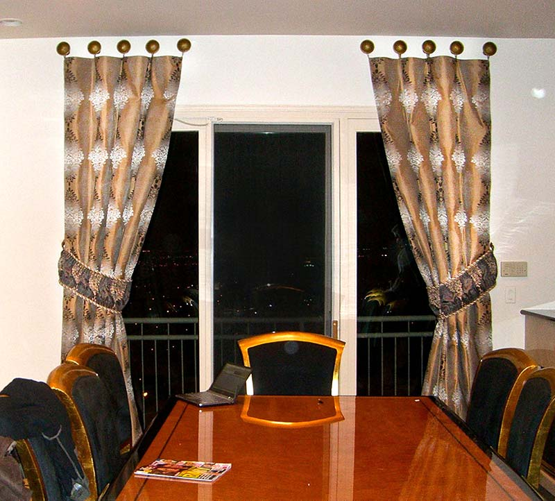 Modern Dining Room Window Treatment