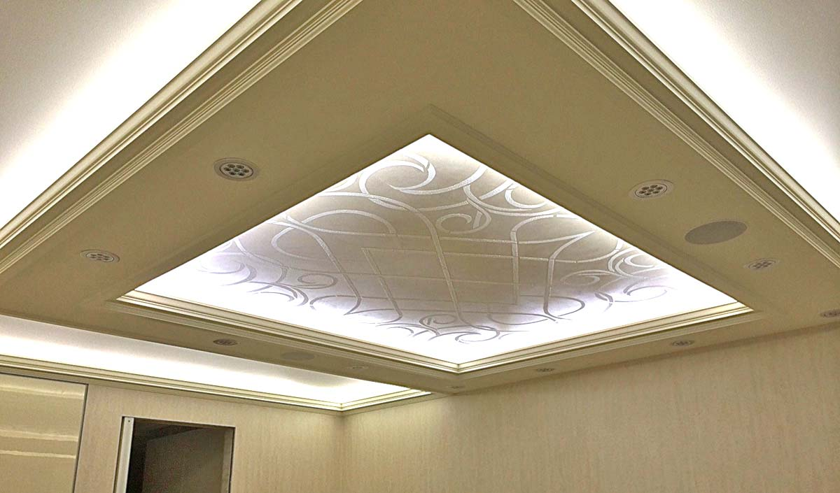 Stenciling and Lace Decorative Finishes