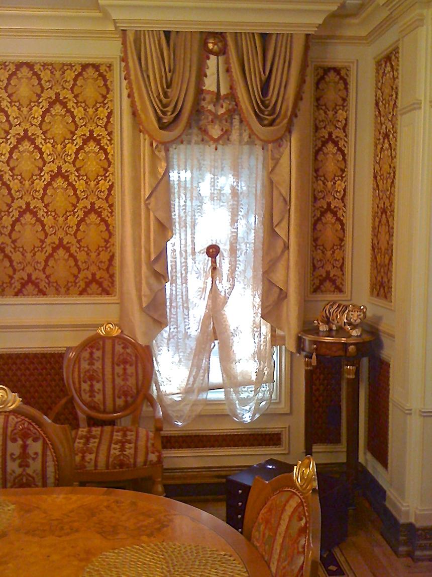 Traditional Dinning Room Window Treatment